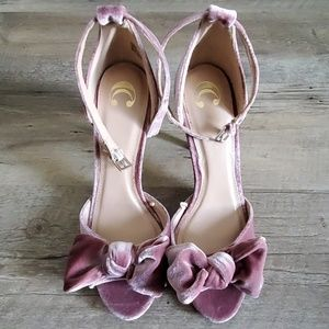 Mauve/pink Velvety heels with bow size 9